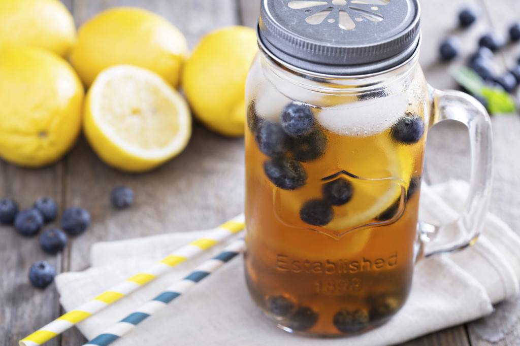 Ice tea with lemon and blueberries