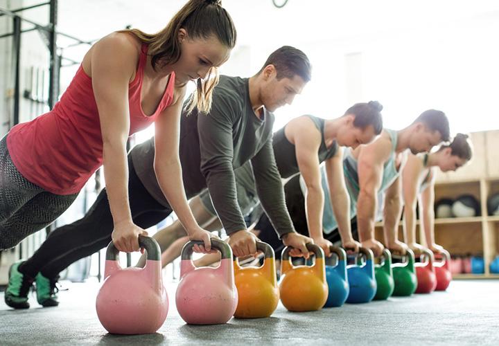 Combina ejercicios de fuerza con clases para bajar de peso | Moi