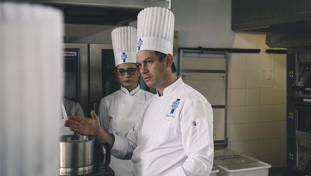 """Cocina para principiantes nivel: """"se me quema el agua"""""""